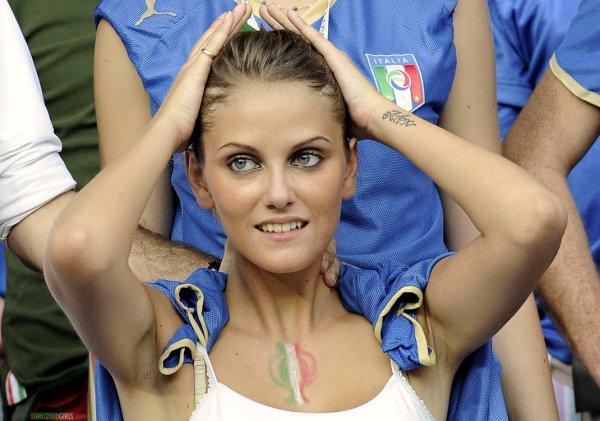 italian_football_girl.thumb.jpg.9cdf73ac07917d91041d9348a5f7813a.jpg